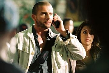Brooke Langton e Dominic Purcell in una scena del film Primeval