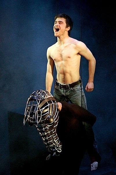 Daniel Radcliffe in un'immagine promozionale dello spettacolo teatrale Equus