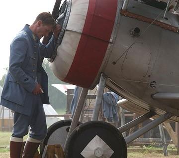 Philip Winchester in una scena del film Giovani Aquile