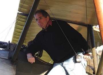 Tony Bill sul set del film Giovani Aquile