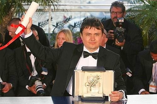 Cannes 2007, serata finale: Cristian Mungiu, Palma d'Oro per 4 Months, 3 Weeks And 2 Days