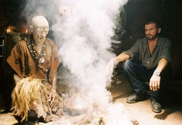 Ernest Ndlovu e Dominic Purcell in una scena del film Primeval
