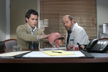Stephen Tobolowsky e Chris Pine in una scena del film Appuntamento al buio
