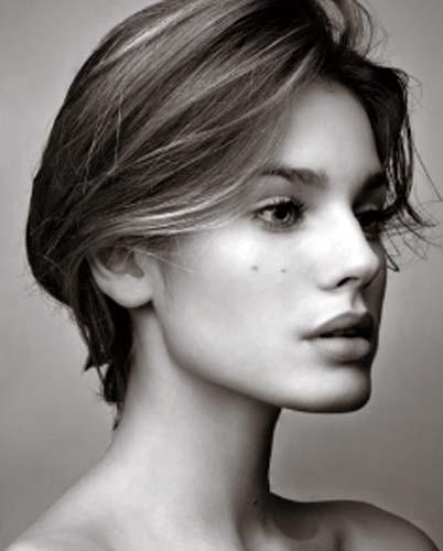 Vanessa Hessler in bianco e nero