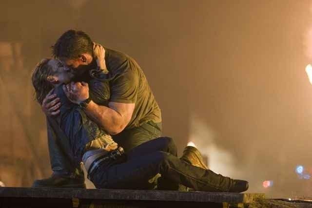 John Cena e Kelly Carlson in una scena del film Presa Mortale