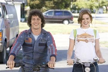 Andy Samberg e Isla Fisher in una scena di Hot Rod