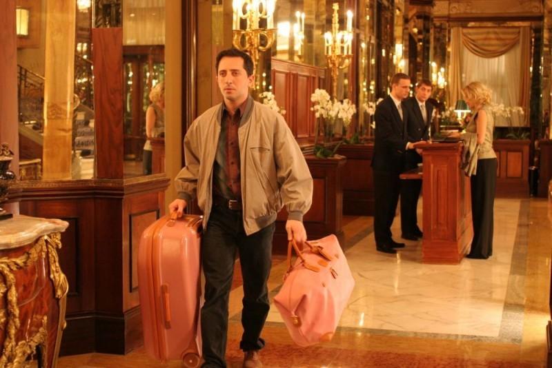 Gad Elmaleh in una scena del film Ti va di pagare?