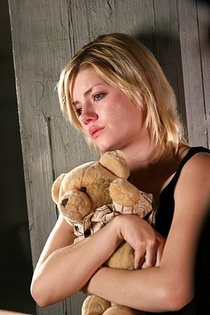 Elisha Cuthberth in una scena del film Captivity (2007)