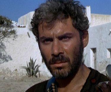 Gianmaria Volontè in una scena del western PER UN PUGNO DI DOLLARI