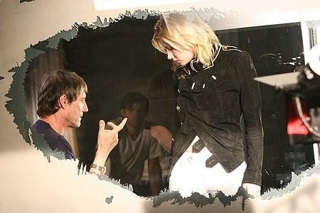 Roland Joffe e Elisha Cuthberth sul set del film Captivity