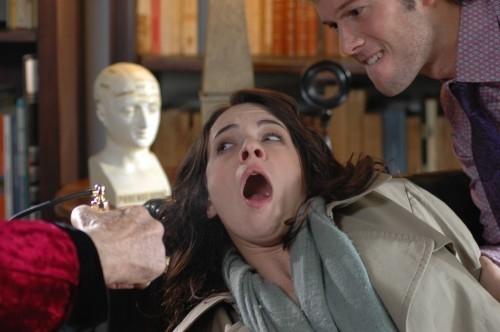 Asia Argento terrorizzata in una scena del film La terza Madre