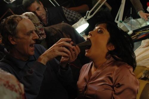 Dario Argento sul set del film La terza Madre, mentre lavora a una scena