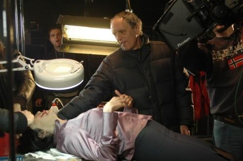 Dario Argento sul set del film La terza Madre, mentre lavora alla scena più forte