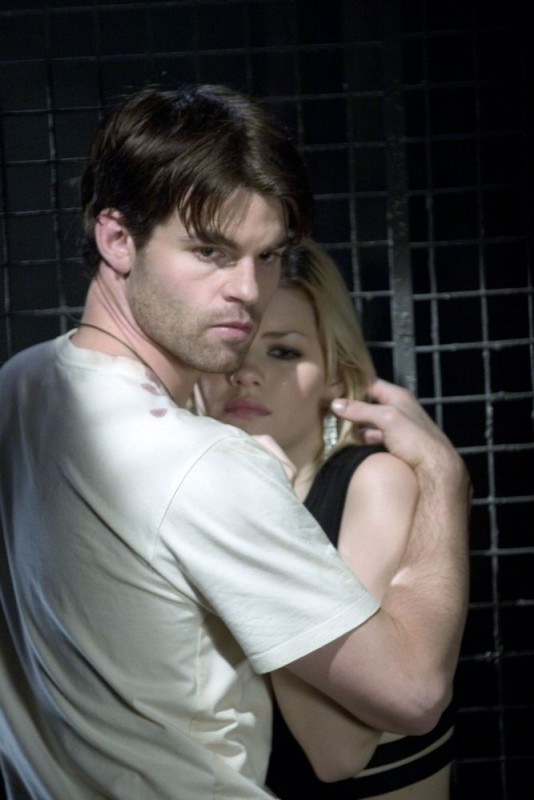 Elisha Cuthbert e Daniel Gillies in una scena del film Captivity