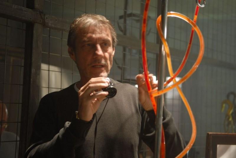 Roland Joffe sul set del film Captivity