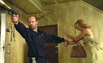 Amy Smart e Jason Statham in una scena di Crank (2006)