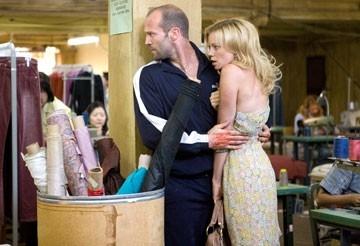 Amy Smart e Jason Statham in una scena dell'action movie Crank