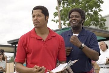Bernie Mac e Terrence Howard in una sequenza del film Pride