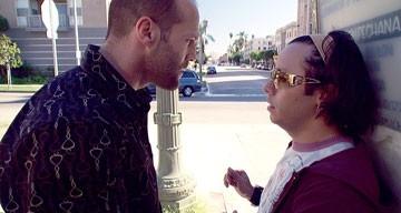 Efren Ramirez e Jason Statham in una scena del film Crank