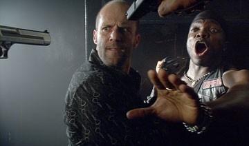 Jason Statham in una scena del film Crank (2006),  regia di Mark Neveldine