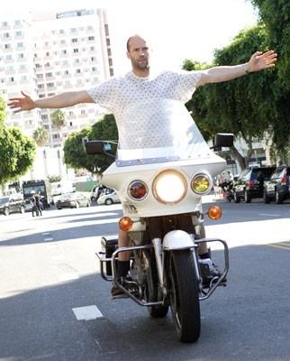 Jason Statham in una scena del film Crank