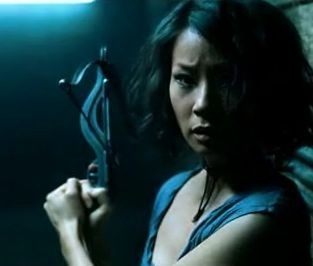 Lucy Liu in una scena dell'horror vampiresco Rise: Blood Hunter