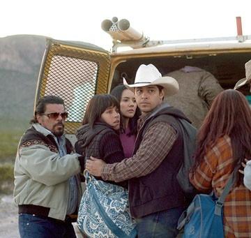 Luis Guzman, Ana Claudia Talancon, Catalina Sandino Moreno e Wilmer Valderrama in una scena del film Fast Food Nation