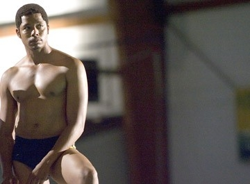 Una sexy immagine di Terrence Howard in una scena del film Pride