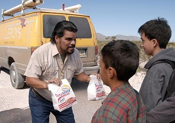 Luis Guzman in una scena del film Fast Food Nation