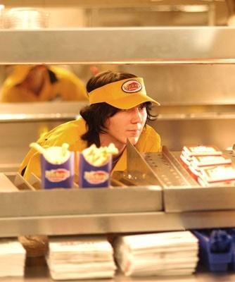 Paul Dano in una scena del film Fast Food Nation