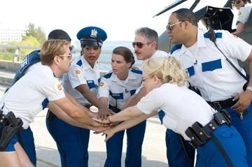 Thomas Lennon, Robert Ben Garant, Niecy Nash, Mary Birdsong, Carlos Alazraqui, Cedric Yarbrough, Wendi McLendon-Covey in una scena di Reno 911!: Miami