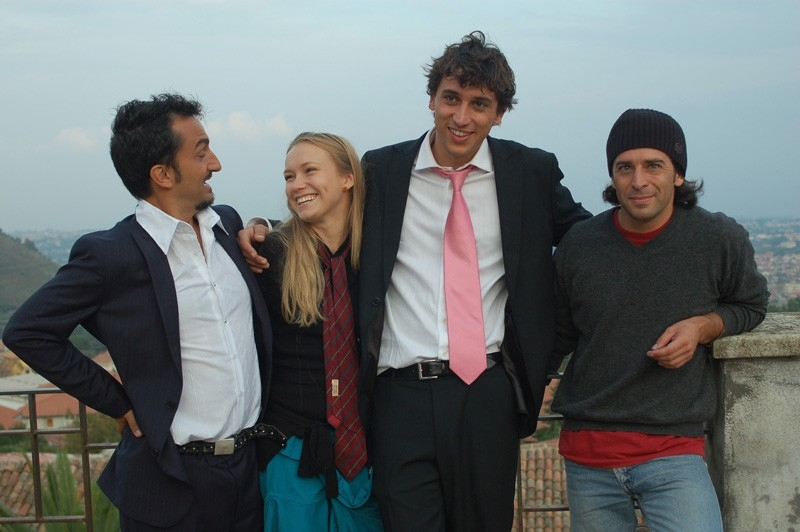 Christian Bisceglia, Nicola Savino, Corrado Fortuna e Elena Bouryka in una scena del film Agente Matrimoniale