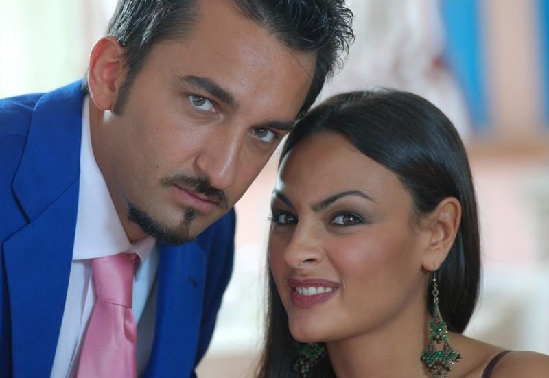 Elisa Sciuto insieme a Nicola Savino in una scena del film Agente Matrimoniale