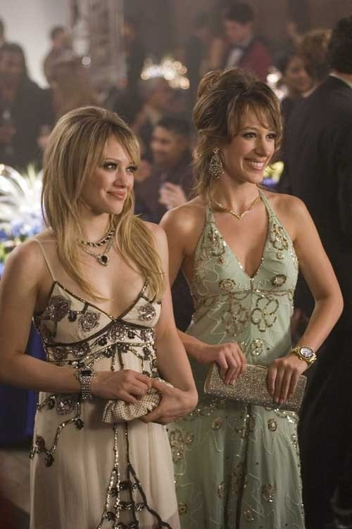 Haylie e Hilary Duff sono le protagoniste di Material Girls
