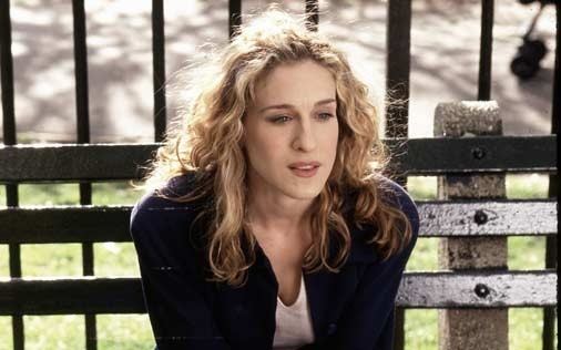 Sarah Jessica Parker in una scena di Sex and the City, episodio 'Loro' ti cambiano la vita