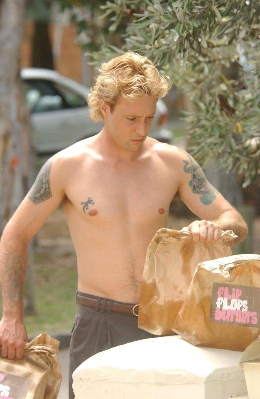 Il cibo-spazzatura è l'arma di Alex O'Laughlin serial killer protagonista del film Feed