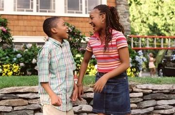 Aleisha Allen e Philip Bolden in una scena di Finalmente a casa