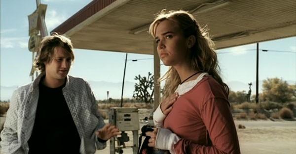 Derek Richardson e Arielle Kebbel in una scena del film Reeker