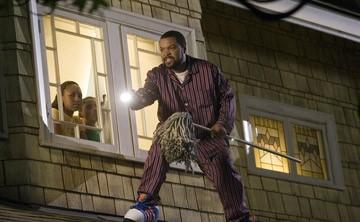 Ice Cube, Aleisha Allen e Philip Bolden in una scena di Finalmente a casa