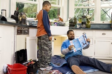 Ice Cube e Philip Bolden in una scena di Finalmente a casa