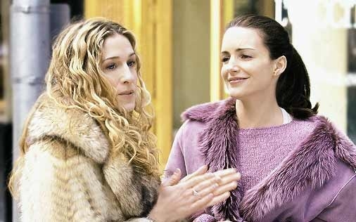 Kristin Davis e Sarah Jessica Parker in una scena di Sex and the City, episodio Le regole del lasciarsi