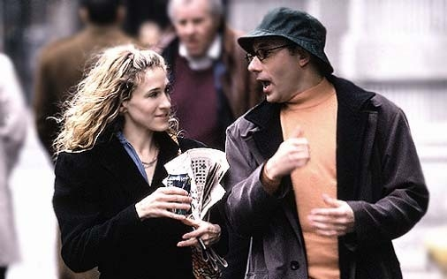 Willie Garson e Sarah Jessica Parker in una scena di Sex and the City, episodio La verità fa male?