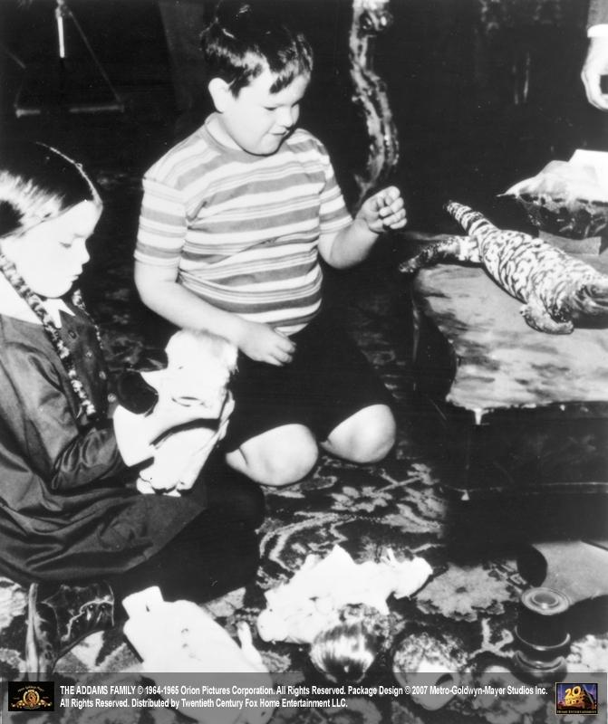 Ken Weatherwax e Lisa Loring ne 'La famiglia Addams'