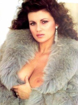 una sexy foto dell'attrice Serena Grandi