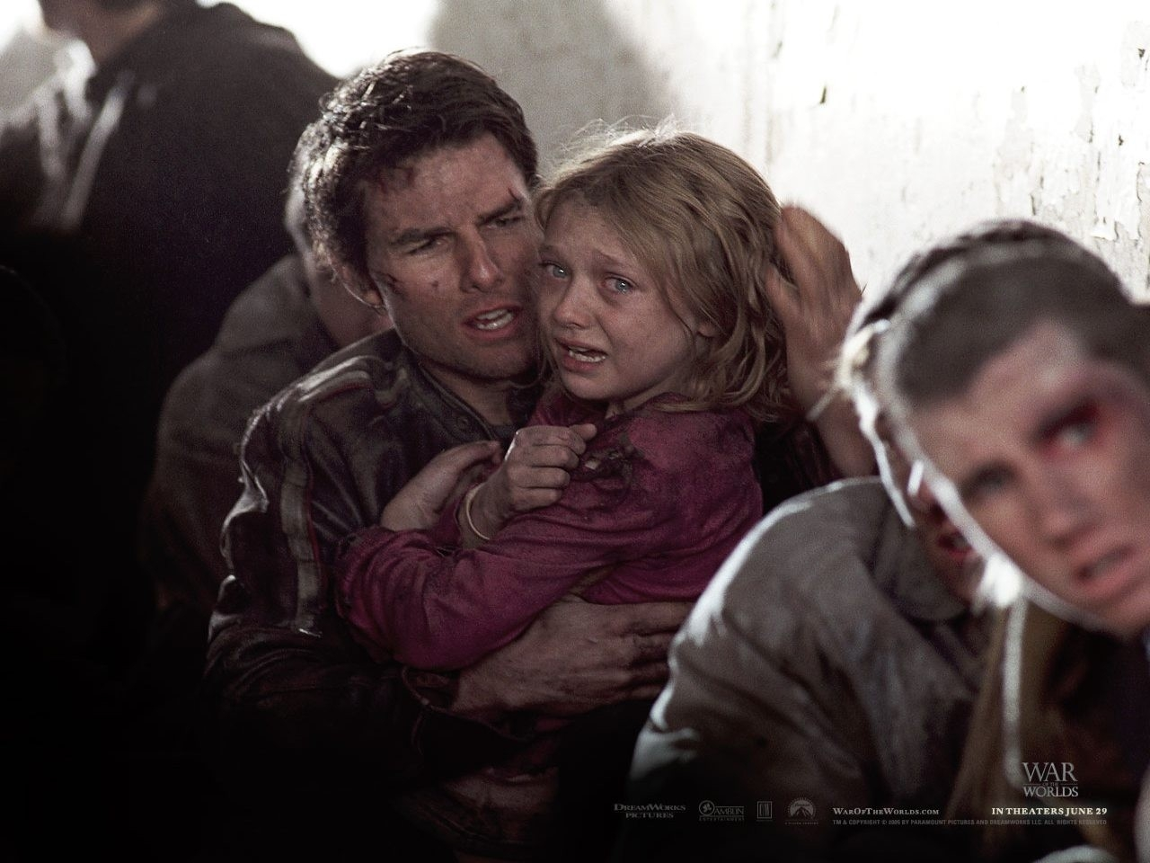 Wallpaper del film La guerra dei mondi con Cruise e la Fanning