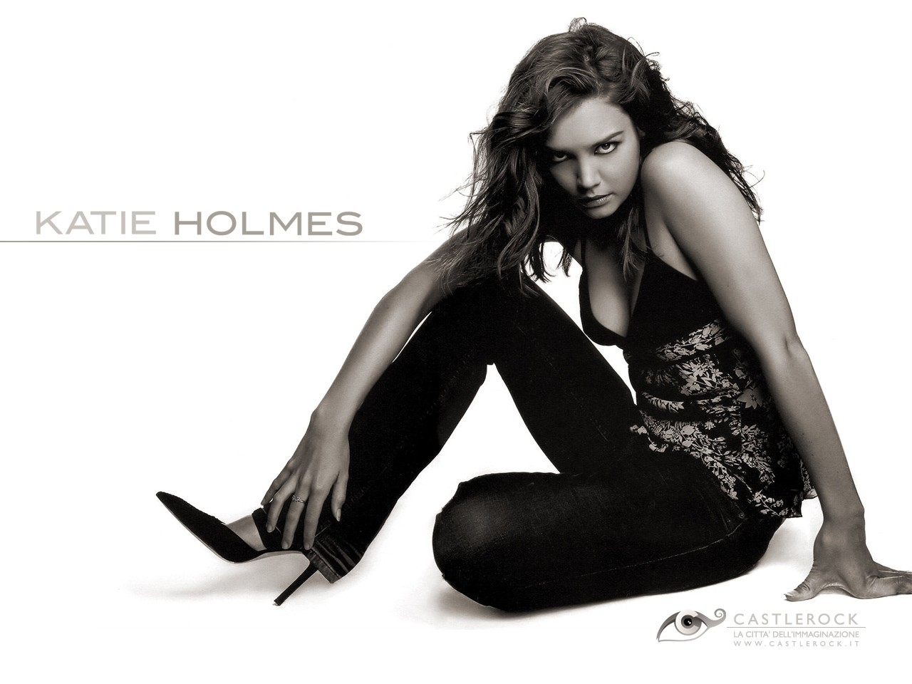 Wallpaper di Katie Holmes in tacchi vertiginosi e outfit nero