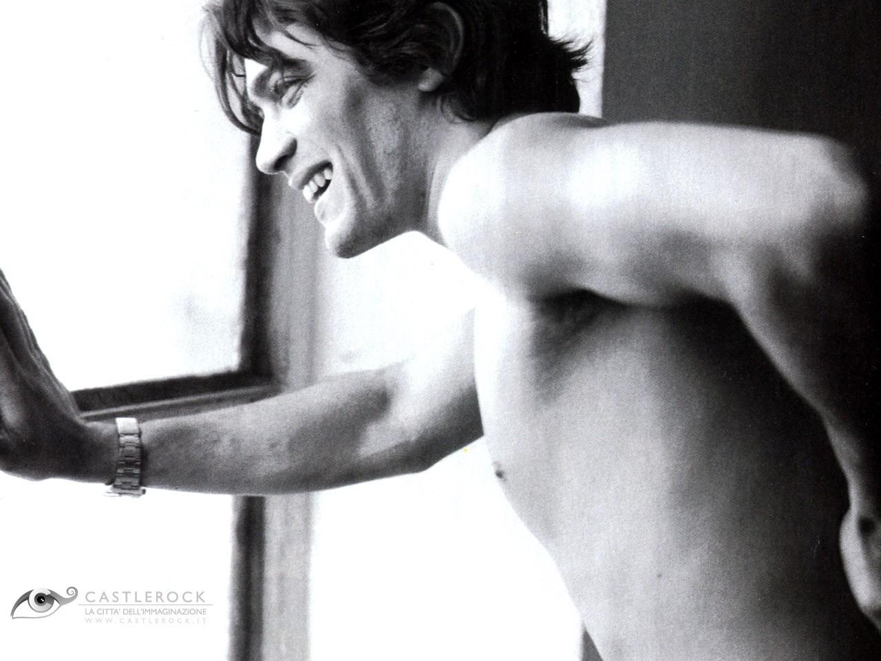 Wallpaper di Riccardo Scamarcio - l'attore pugliese è nato nel 1979
