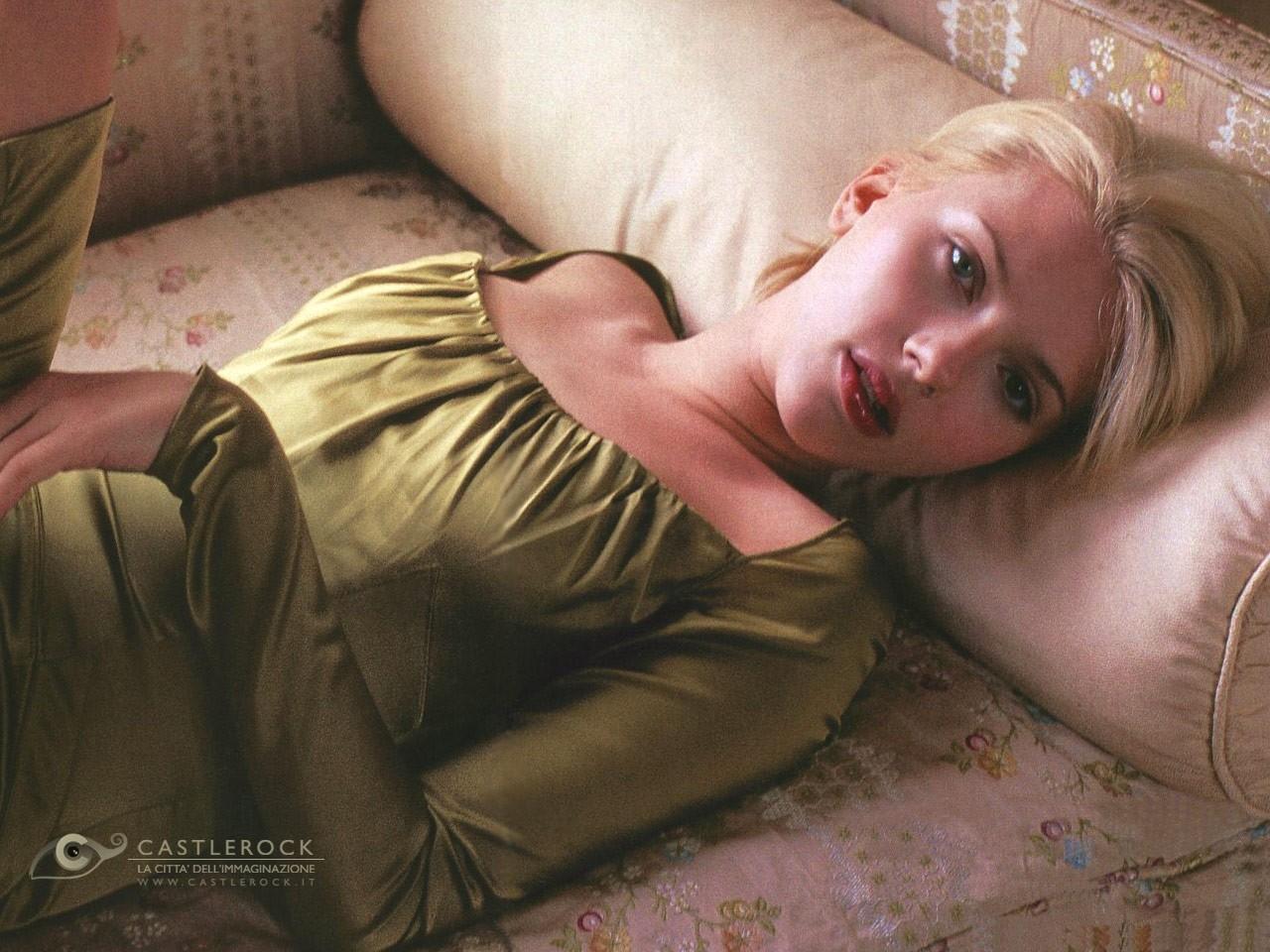 Wallpaper di Scarlett Johansson in abito verde