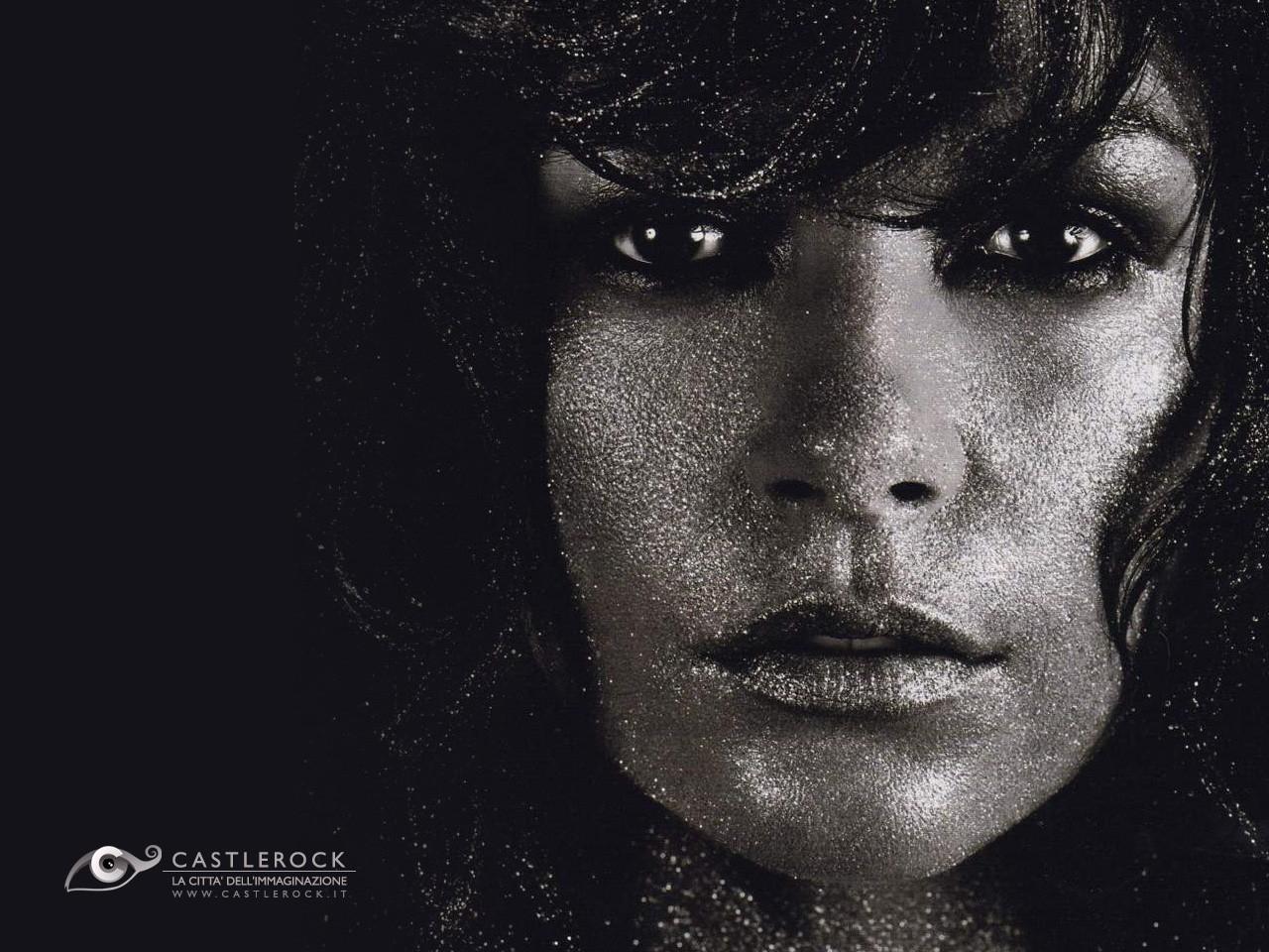 Wallpaper di Catherine Zeta-Jones in versione dark