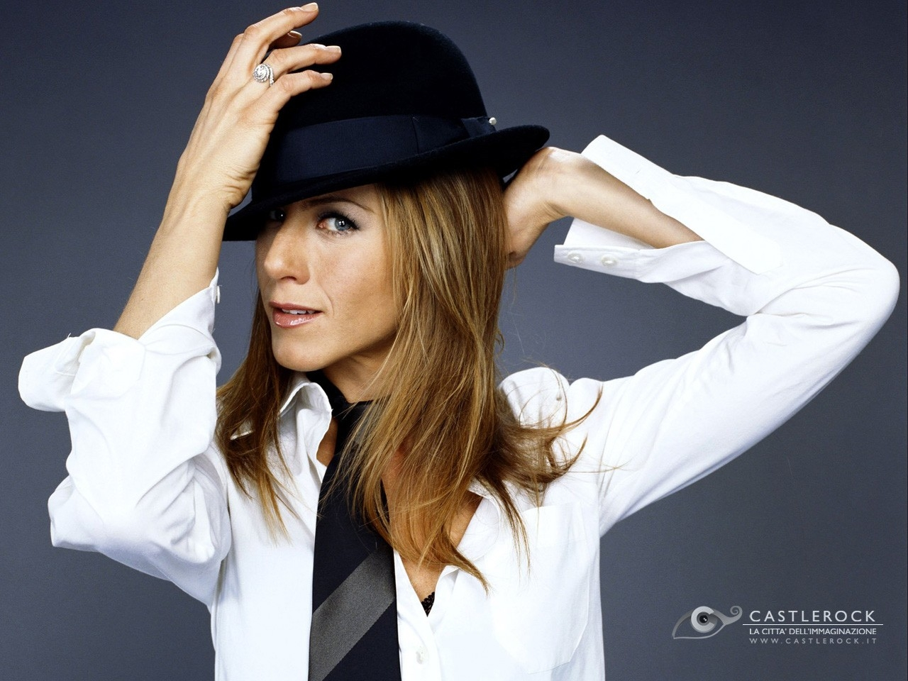 Wallpaper di Jennifer Aniston con un cappello